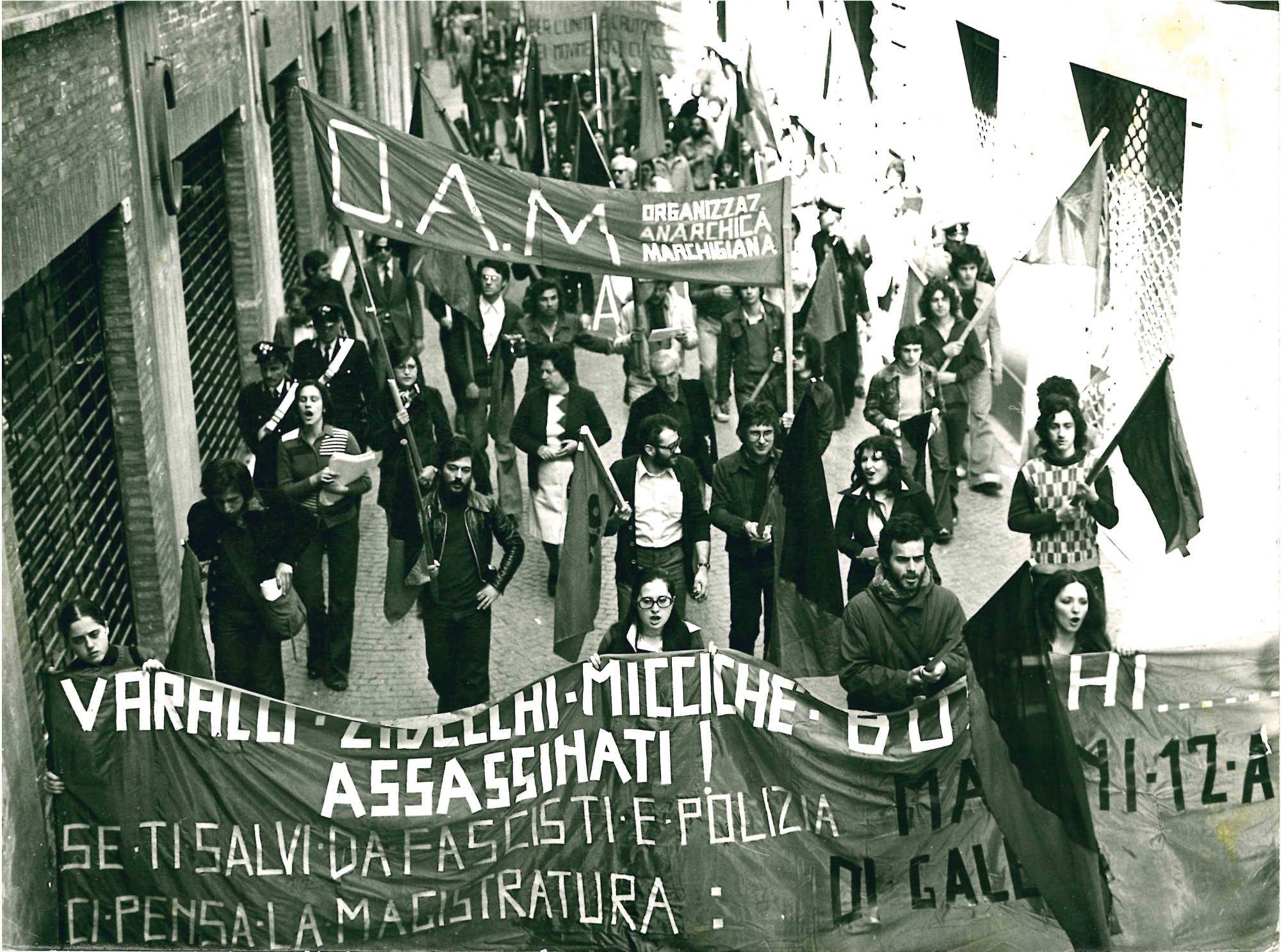 Manifestazione antifascista Pesaro 20 aprile 1975